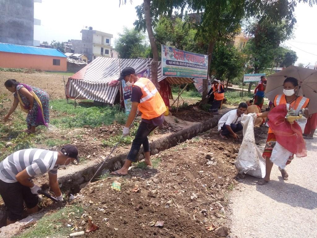प्रधानमन्त्री रोजगार कार्यक्रम : नाला सफा गर्दै, बजेट सक्दै