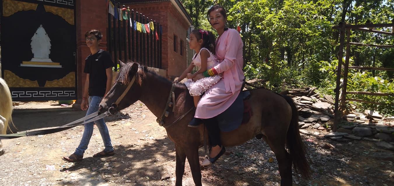 काँक्रेविहारमा घोडा चढेर घुम्न पाइने भएपछि आन्तरिक पर्यटकको घुँइचो
