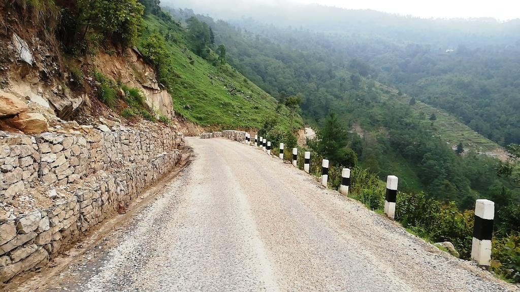 सोलुखुम्बुमा पुनर्निर्मित सडक हस्तान्तरण