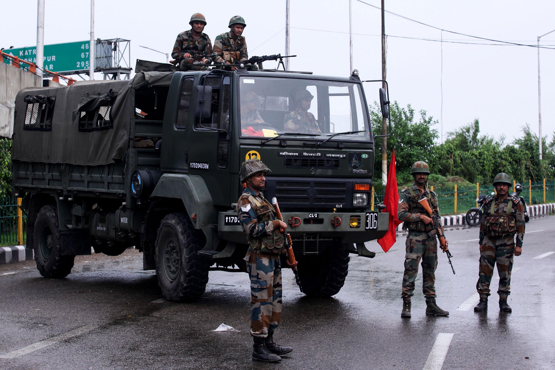जम्मू-कश्मीर राज्यको विशेषाधिकार खारेज