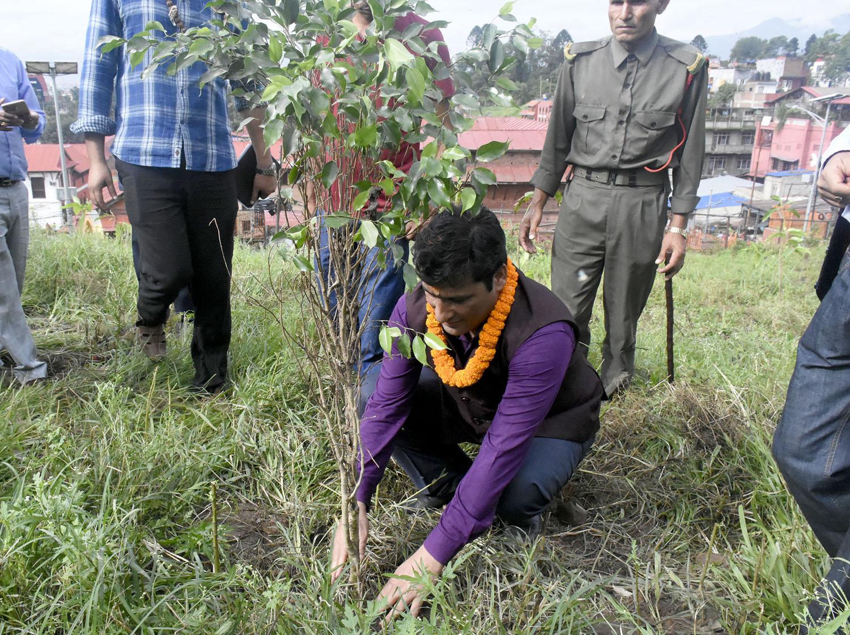 वनमन्त्रीद्वारा पशुपति क्षेत्रमा वृक्षरोपण