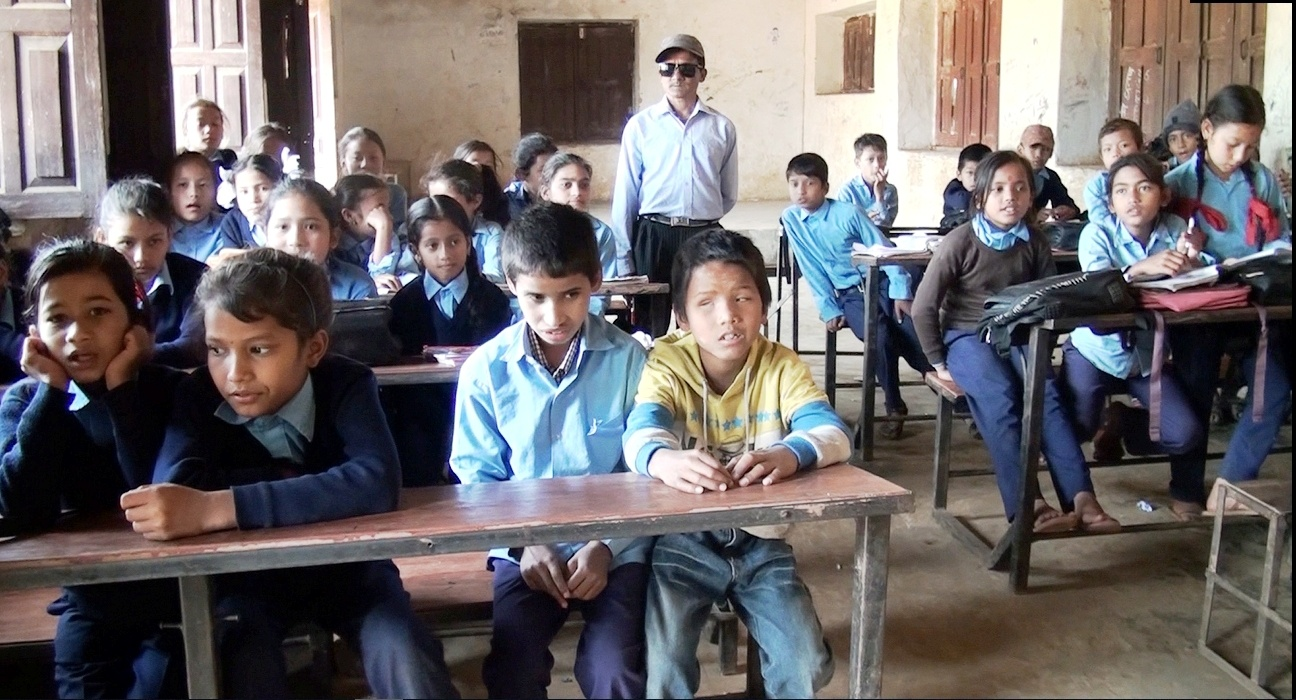 अभावमा गुज्रिदै दृष्टिविहिन विद्यार्थी
