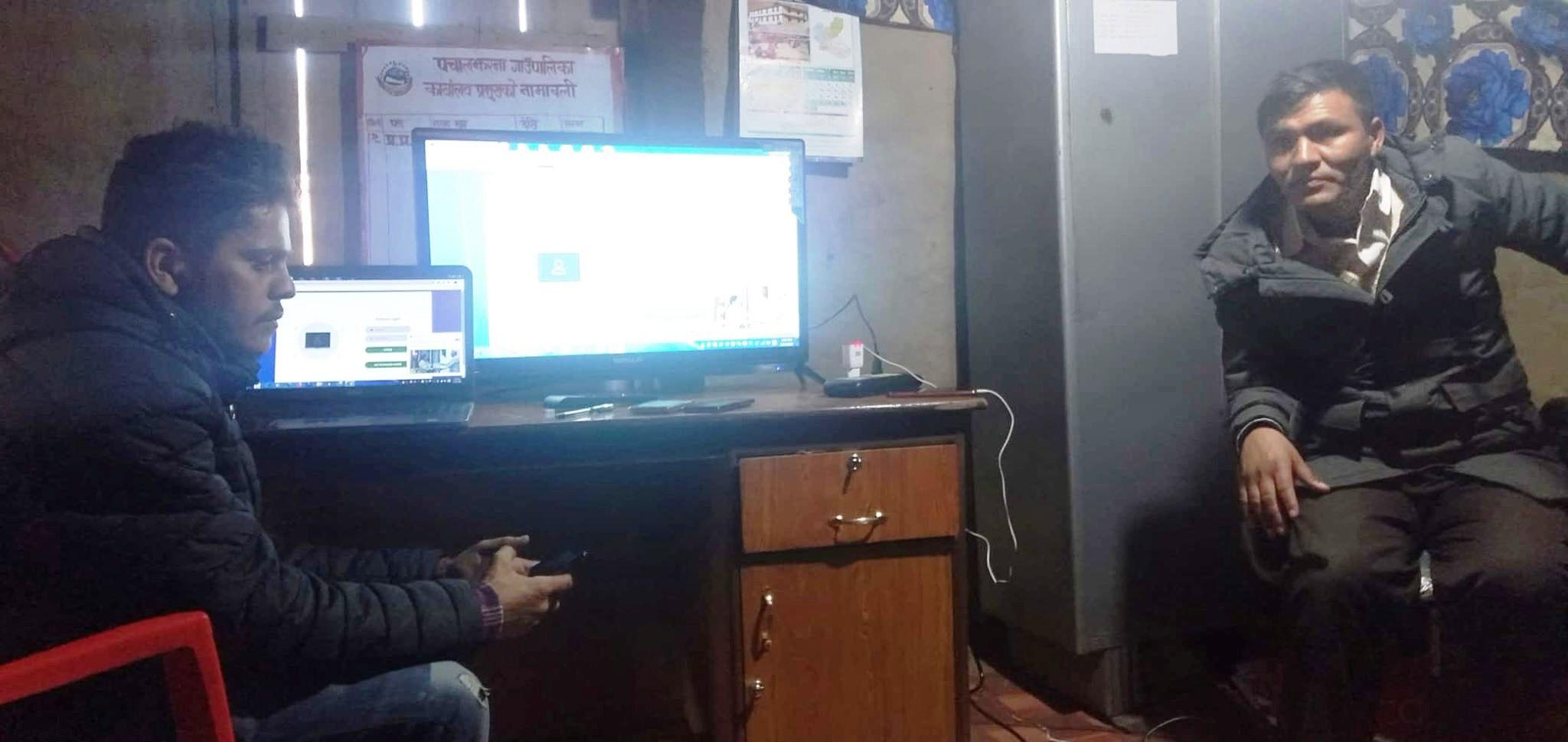 कालीकोटको पचालझरनामा मोबाइलबाटै विद्यालय अनुगमन