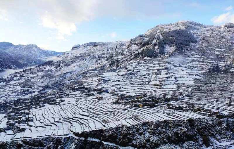 हिमपातले जनजिवन प्रभावित कृषक भने आशावादी