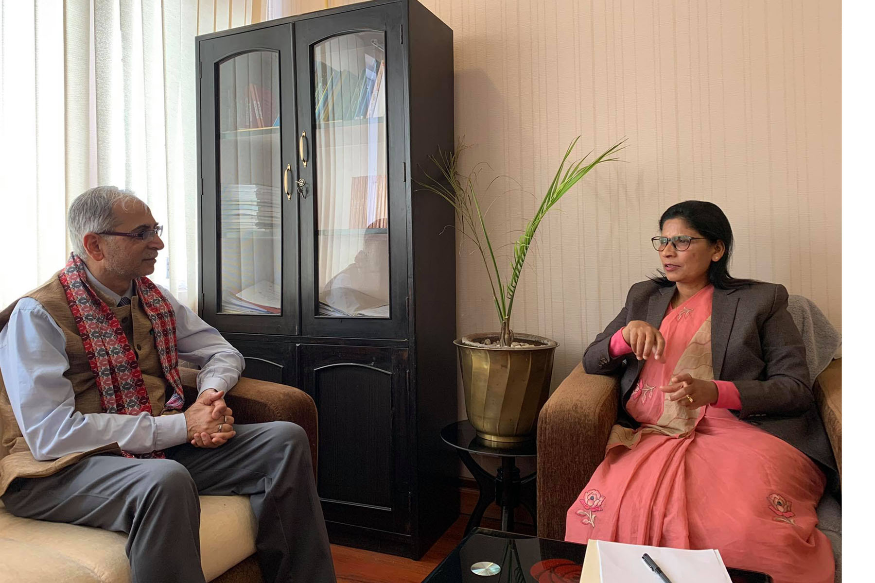 भूमि व्यवस्थामन्त्रीसँग भारतीय राजदूतको भेटवार्ता