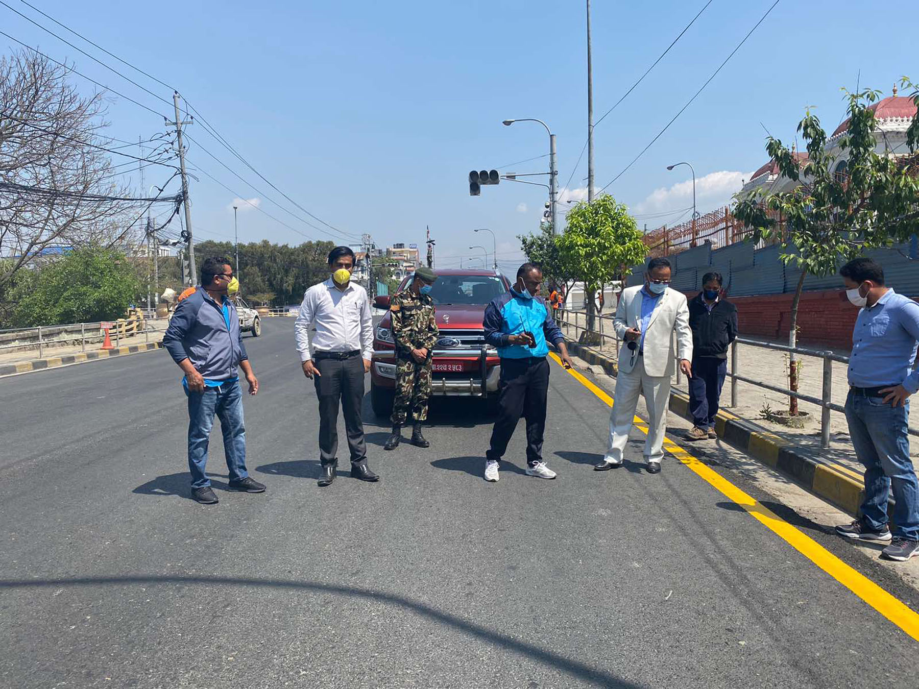 लकडाउनमा काठमाडौँमा सडक मार्किङकाे काम