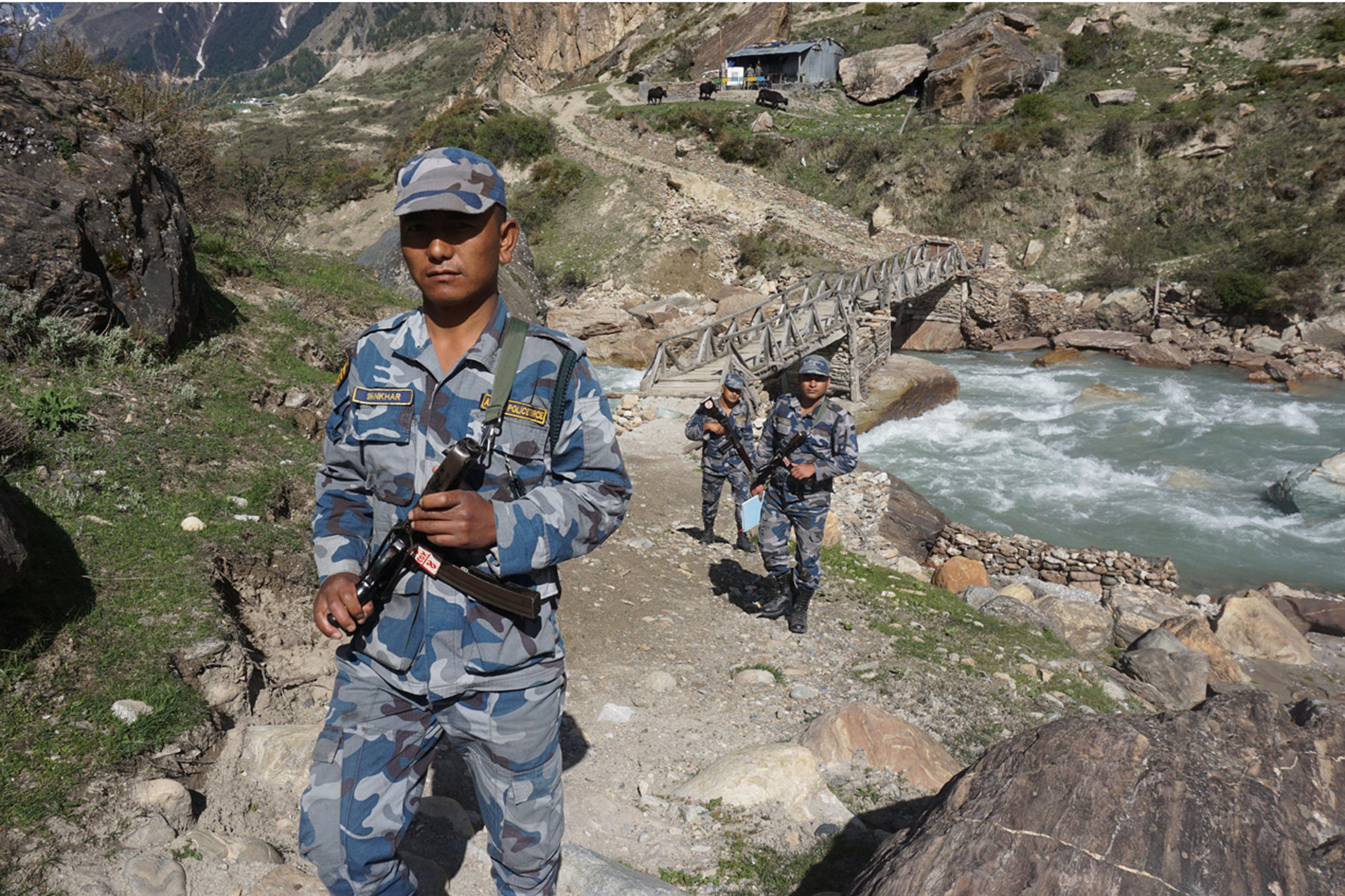 छाङरुमा सशस्त्र प्रहरी : दृढ सङ्कल्पका साथ सीतापुलबाट सीमा गस्ती