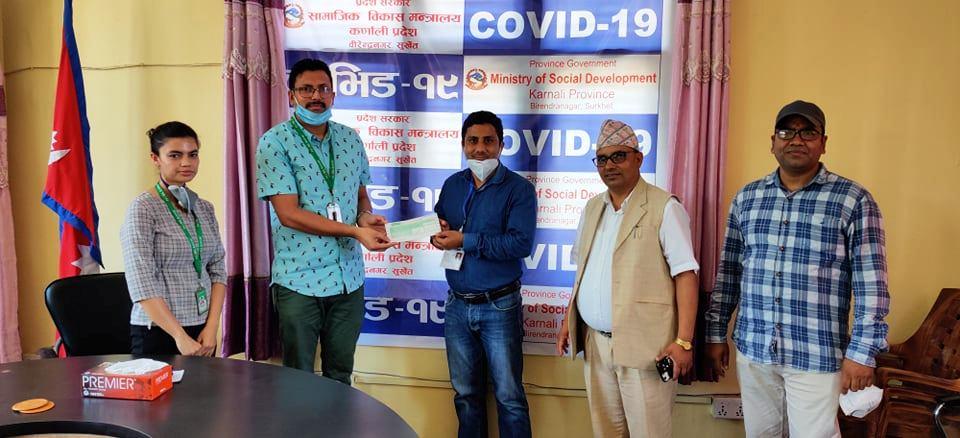 पीसीआर मेशिनका लागि कर्णाली प्रदेश सरकारलाई नविल बैंकको सहयोग