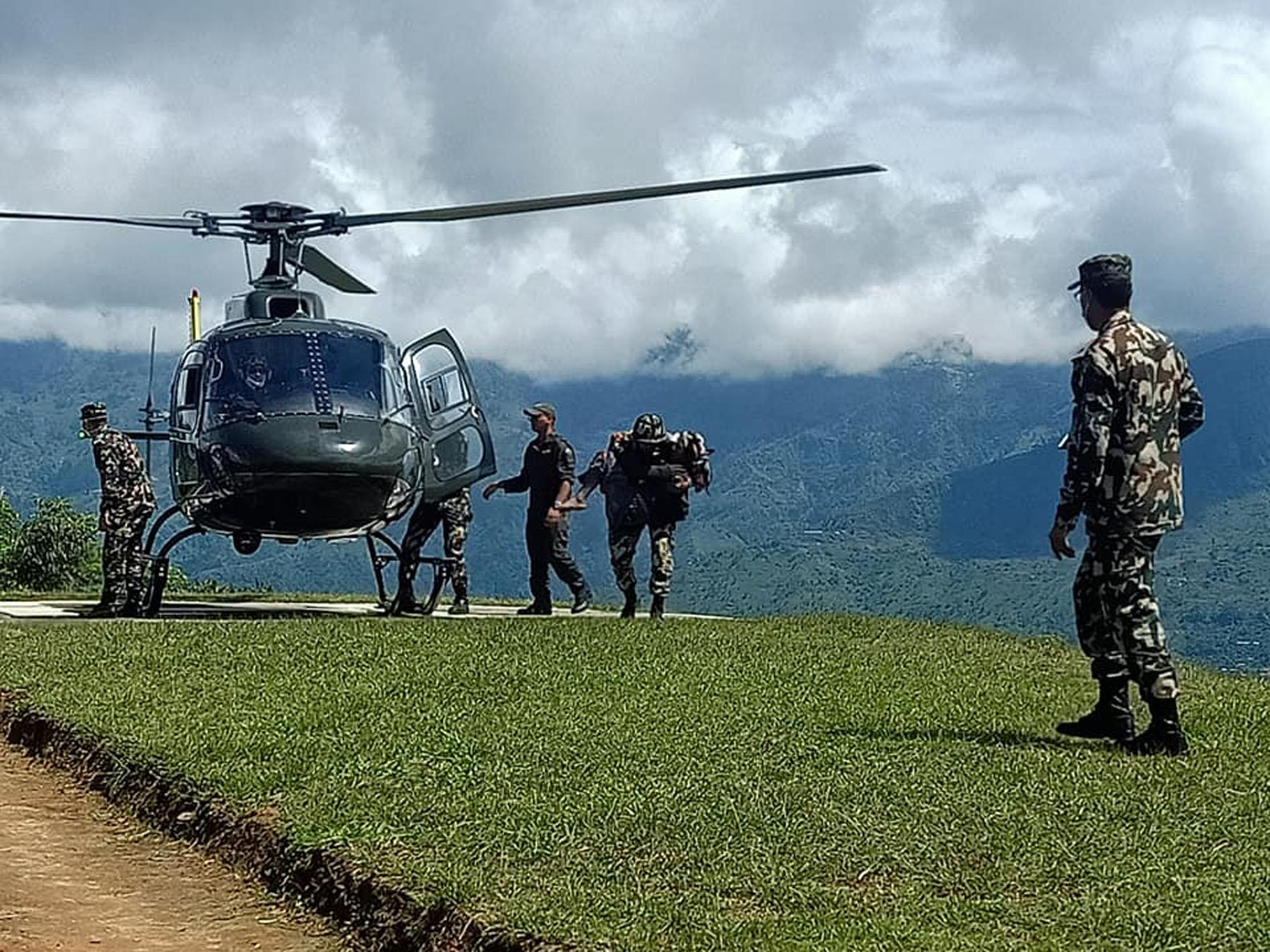 लिदी पहिरोः चार घाइतेलाई हेलिकप्टरमार्फत काठमाडौँ पठाइयो
