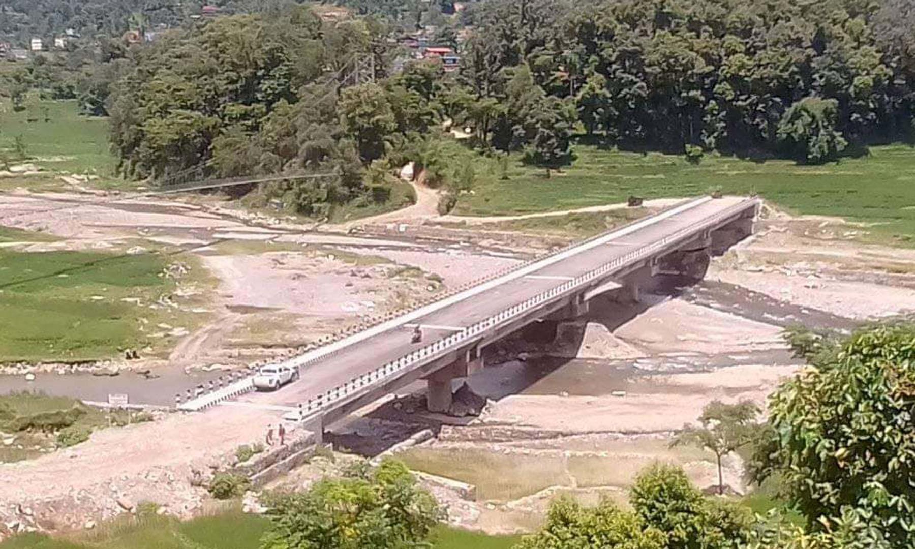 लमजुङ र छिमेकी जिल्ला तनहुँ जोड्ने मोटरेबल पुल