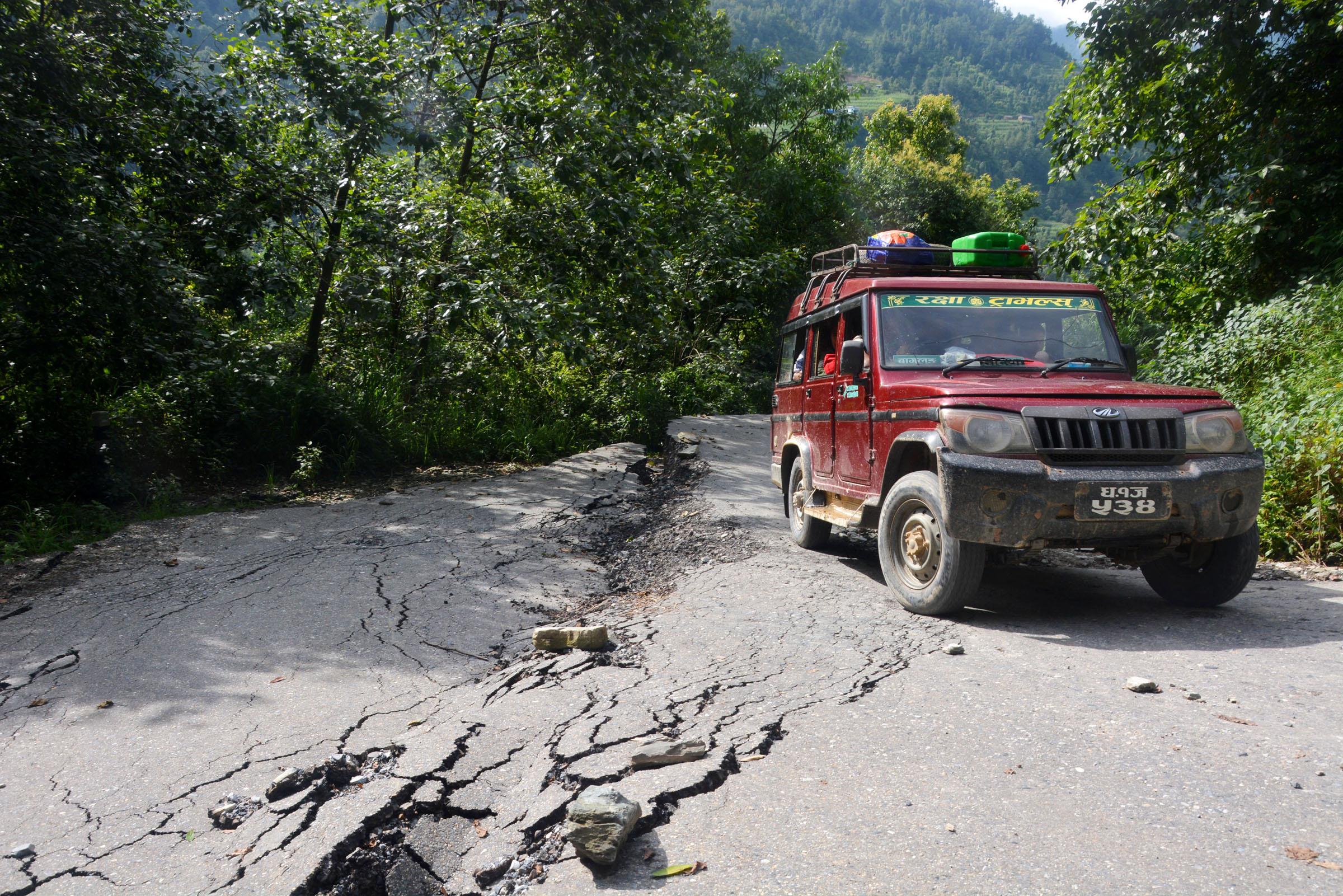 लोकमार्गमा जोखिमै जोखिम