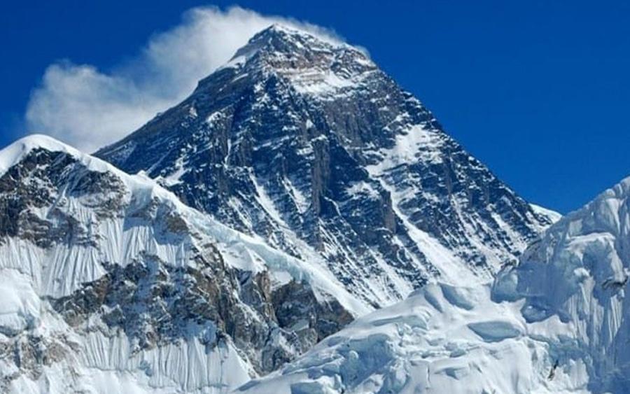 एकैदिन भए आठ पर्वतीय उडान