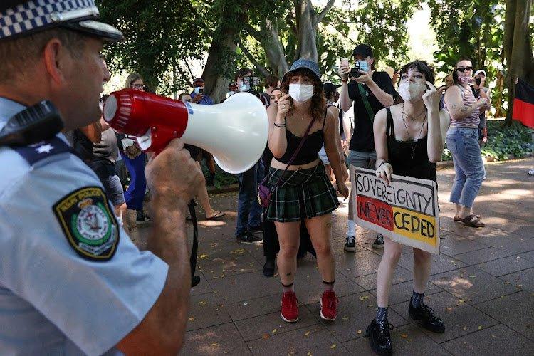 लकडाउनविरुद्ध प्रदर्शन गर्दा अष्ट्रेलियामा हजारौँ गिरफ्तार